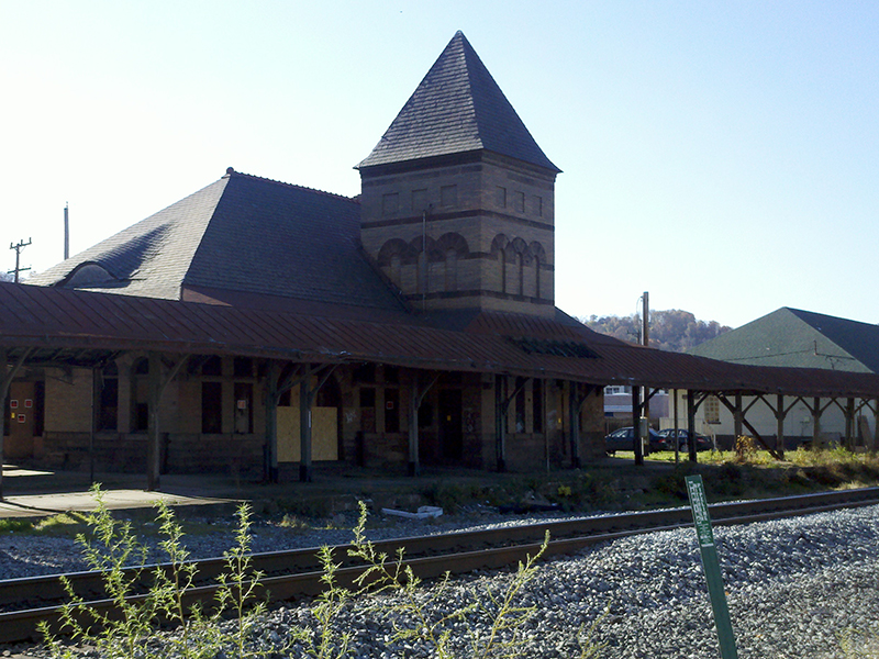 Coraopolis-PLE-Railroad-Station-2-Copyright-Vincent-Troia-2007.jpg