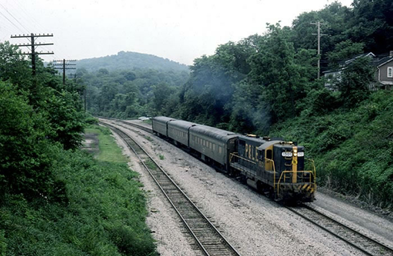 Glenwillard-Pa-PLE-Commuter-Train.jpg