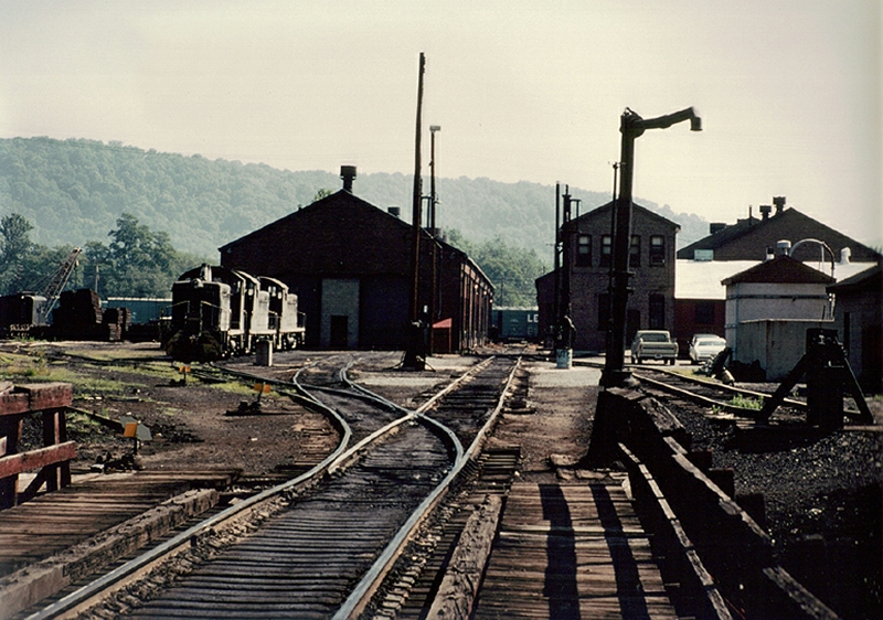 Montour-Junction-Engine-House-7-3-1977.jpg